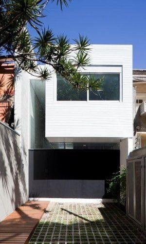 Estreita e comprida, casa 4x30 tem soluções criativas e inusitadas - Casa e Decoração - UOL Mulher