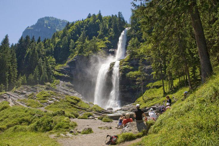 Cascade du Rouget dans la réserve naturelle de Sixt-Fer-à-Cheval  © Savoie Mont Blanc / Lansard