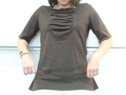 Gathered T-shirt Tutorial - maybe try it gathered on one side?
