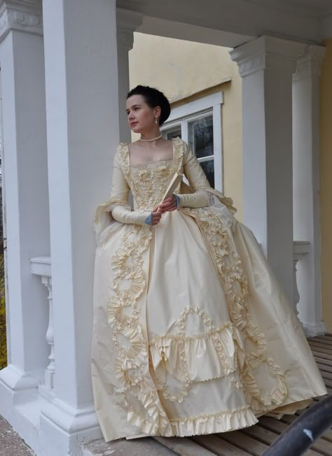 This has never been my favorite style for 18th century, but it's a classic and I wanted to give it a try. It's made of cream silk taffeta an...