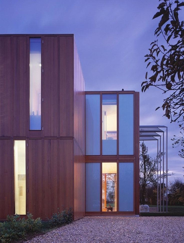 In Pipers End in Hertfordshire, United Kingdom, Níall McLaughlin Architects designed this modern minimalistic residence.
