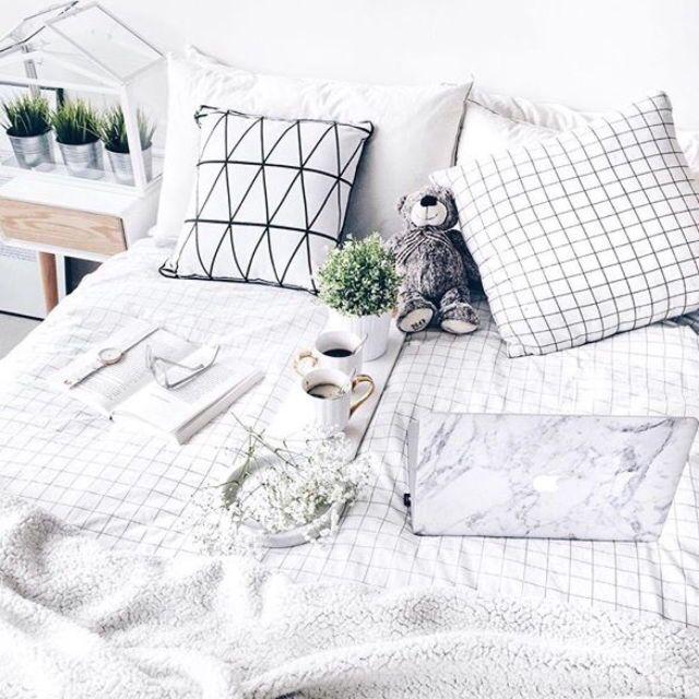 Black white grey marble minimalist gold bedroom decor tumblr bed