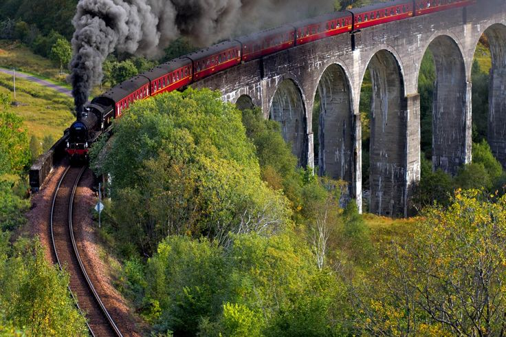 A complete guide to railway holidays in Scotland, full of information and inspiration on train trips, rail tours and how to tour Scotland by train.
