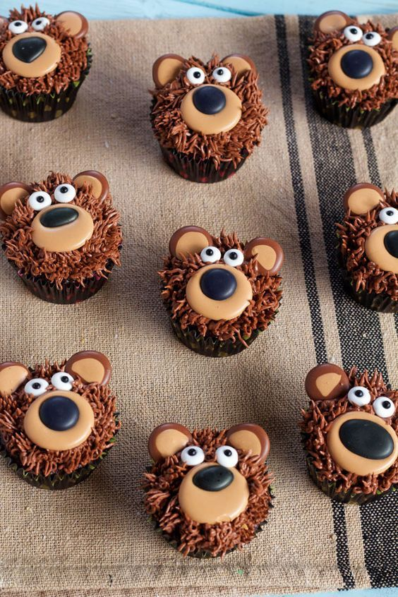 Bear Cupcakes with Royal Icing Transfers for Quick Easy Decorating via www.thebearfootbaker.com
