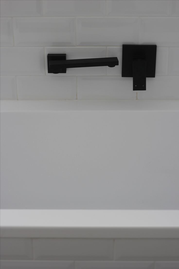 Bath tap that swivels back against the wall