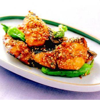 薬味がきいてる!ご飯が進むしっかり味「さわらの七味焼き」のレシピです。プロの料理家・藤井恵さんによる、さわら、ししとうがらしなどを使った、194Kcalの料理レシピです。