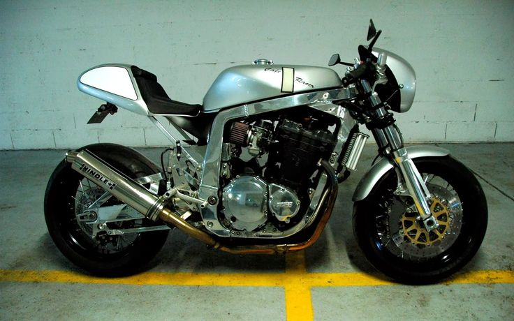 RocketGarage Cafe Racer: Suzuki Cafe Racer Silver Bullett