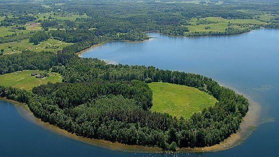 Lettonia, Riha.e.dinyorni. Una piccola capitale che sorprende, un entroterra verde-azzurro, che a inizio autunno si colora di rosso, inframmezzato qua e là da palazzi e castelli da sogno. Idee per un'escursione nella sorprenente Lettonia