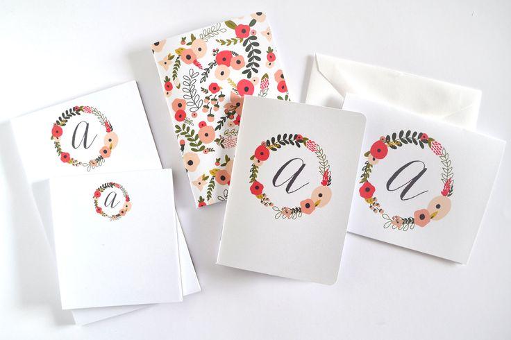 Personalizzata Set cancelleria | Set regalo floreale cancelleria cifrati: Fioritura corona insieme di PrintStitchAndPaste su Etsy (null)