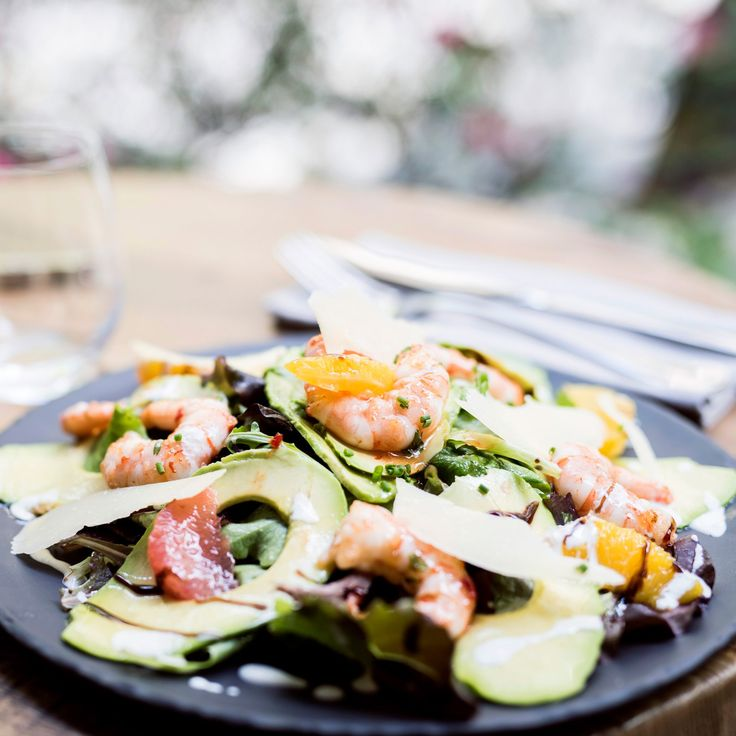 Salade d'avocat, crevettes marinées, fromage blanc et agrumes du chef Alain Stephan / Avocado and Marinated Shrimps Salad with Cottage Cheese and Citrus by cook chief Alain Stephan