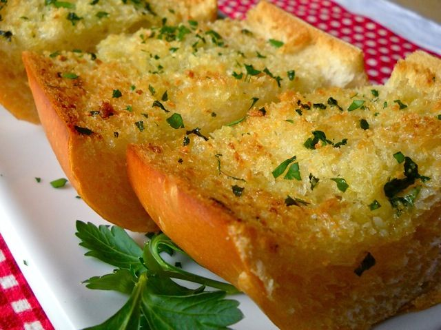 how to cook garlic bread in a pan