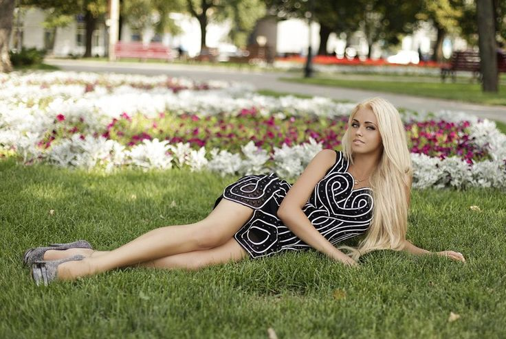 #blonde and #sexy #girl in a #park with #beautiful #flowers