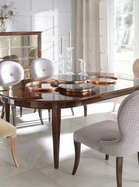 Stół Tulio, krzesła Capri, komoda Elia