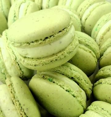 The Extraordinary Art of Cake: Pistachio Macaron Recipe - my absolute favourite with buttercream filling!