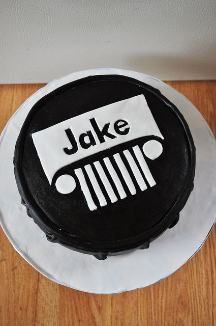 Jeep Cake (Simple and cute decorating) thinking about this and camo cupcakes!! Ha so he has to blow the candles out on something!!!