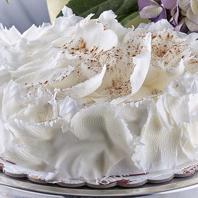 White Chocolate Mousse!!! #chocolate #whitechocolate #cake #fresh #seranobakery #greekbakery #Toronto #bakery