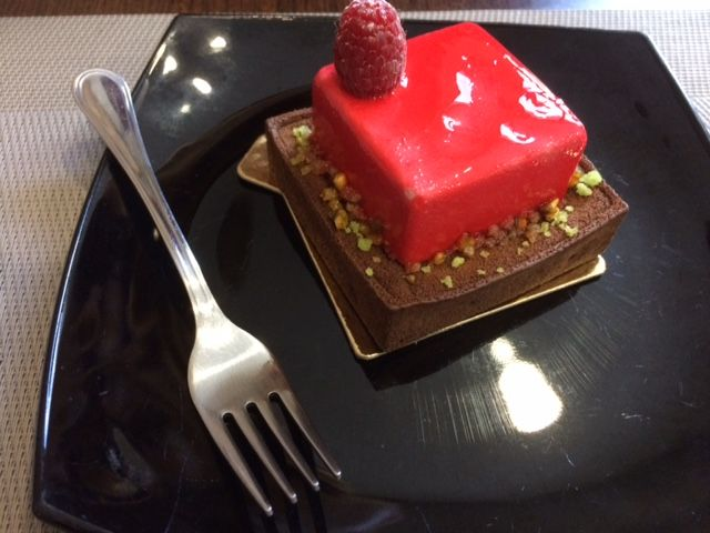 New favourite in Hungary, Vác created by http://mihalyipatisserie.com Every dessert of theirs is a must try