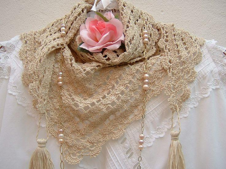 Sciarpa in pizzo all'uncinetto-Copri spalle fatto a mano in cotone ecru-Sciarpa con le nappine-Stile etnico-Moda donna a crochet