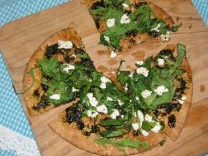 ... LUNCHES: Basil, Goat Cheese and Arugula Pita Pizza - 260 calories