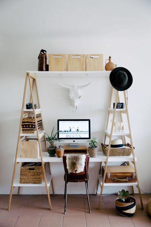Reproduisez cette idée de décoration et aménagement de bureau à la maison grâce au matériel de Mon magasin général : peinture, tréteaux, lampes ...