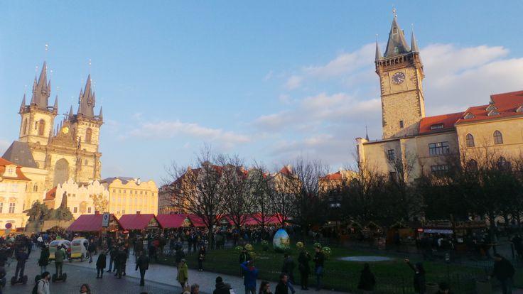 Citytriptip: Met de auto naar Praag! Toen we op het oude stadsplein stonden wist ik dat we de goede keuze hadden gemaakt, Praag is prachtig!