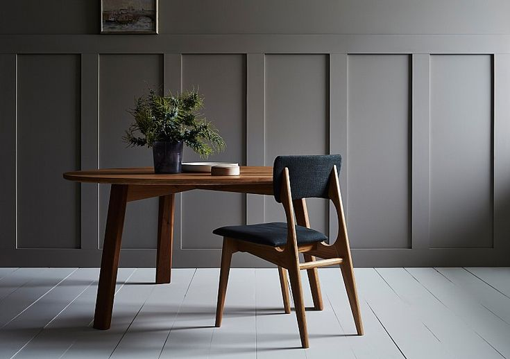 TIDE Design. Waka Round Dining table. Yo dining chair.01.