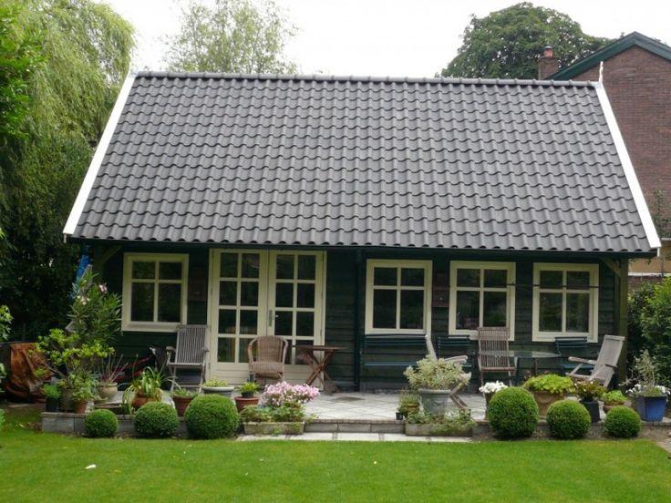 Dit tuinhuis is ontworpen en gebouwd in traditionele landelijke stijl.