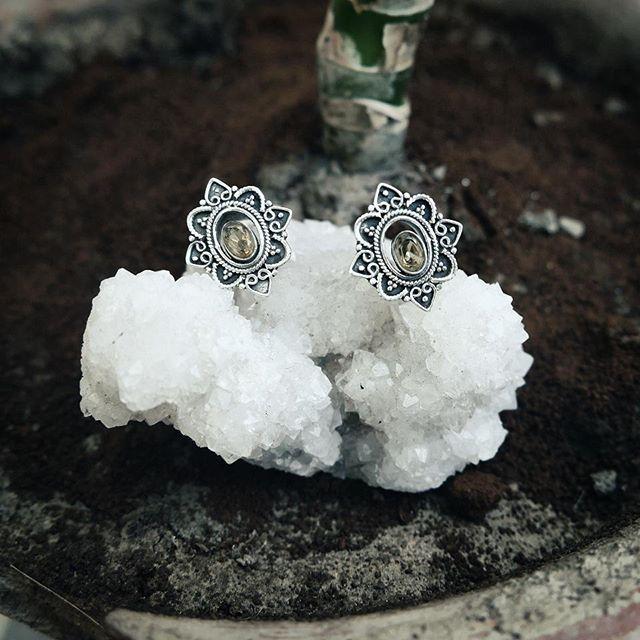 Sterling Silver Tunnels with Citrin  Gemstones...size 10...available tomorrow! #earplugs #plugs #eartunnel #ohrtunnel #earstretchers #piercing #piercingaddict #silver #tribaljewels #earringsoftheday #lobes #stretchedears #bodymodification #stretchedlobes #jewelleryaddict  #jewelsoftheday #schmuck #instagood #instalike #instajewellery #instajewels #uniquejewelry #artattackscologne
