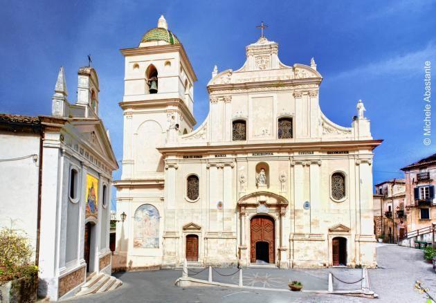 Cattedrale dell'XI secolo dedicata alla Madonna protettrice della città, SS. Madonna Achiropita