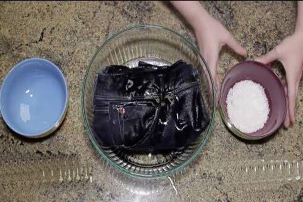 Legalább egyszer önts sós ecetet a farmerodra, eláruljuk miért! - Tudasfaja.com