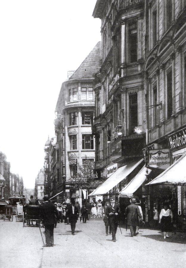 """Ulica Świdnicka.Widok w stronę Rynku/ Dom Handlowy """"Pod Świętym Hieronimem"""" Lata 1911-1920"""