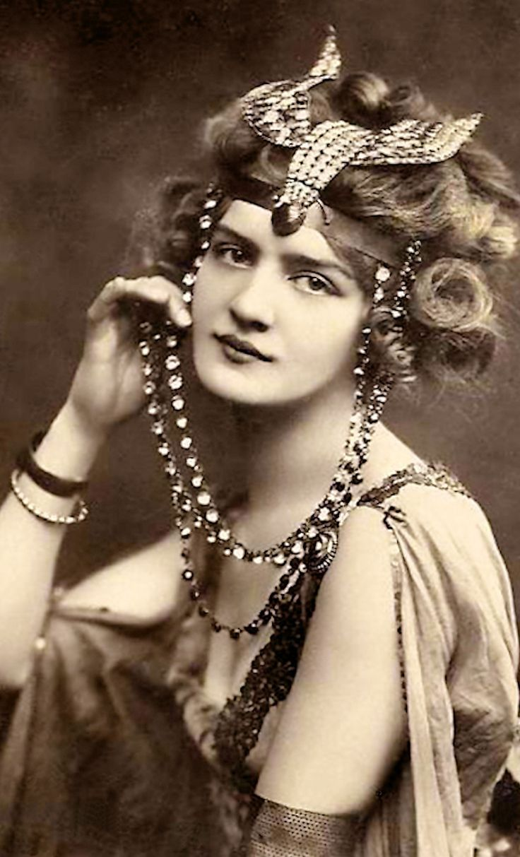 Lily Elsie, in Lucile - 1907 - The Merry Widow - Costume by Lucile Ltd., Lucy, Lady Duff Gordon
