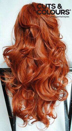 Rood haar staat sexy en slim | Bij Cuts & Colours geven wij jou graag het juiste advies hoe je jouw lange haar het beste kunt verzorgen