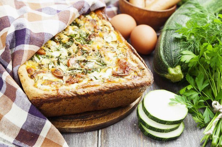 La torta salata patate, wurstel e scamorza è un piatto gustoso, originale e a dir poco invitante. Ecco la ricetta
