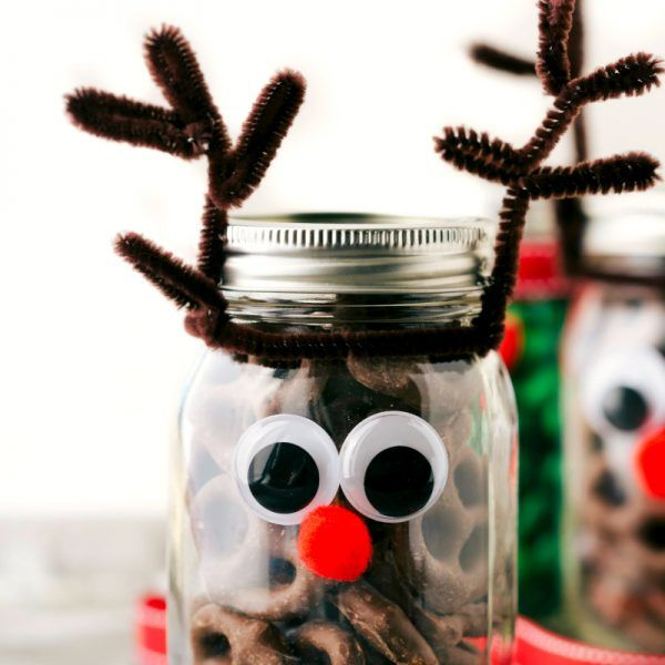 Four easy and creative mason jar treat gift ideas. A grinch jar, santa jar, reindeer jar, and snowman jar! Video Tutorial Included