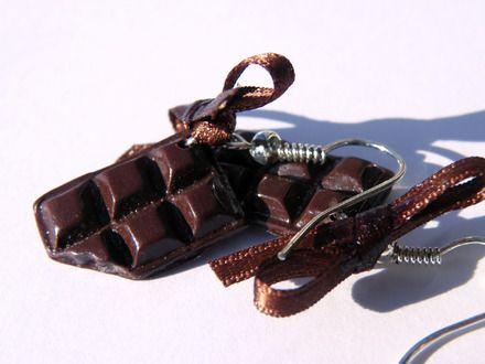 Boucles d'oreilles tablette de chocolat  http://www.alittlemarket.com/boucles-d-oreille/boucles_d_oreilles_gourmande_tablette_de_chocolat-9182395.html