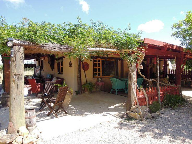 Bekijk deze fantastische advertentie op Airbnb: casa bohemia - Huizen te Huur in Santa Eulària des Riu