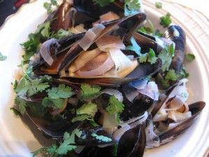 Mussels in white wine with ginger and leeks