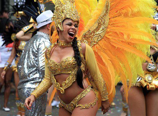 Reportan 454 detenciones durante Carnaval de Notting Hill - La Jornada. ¡Fiesta y barbarie en Londres!