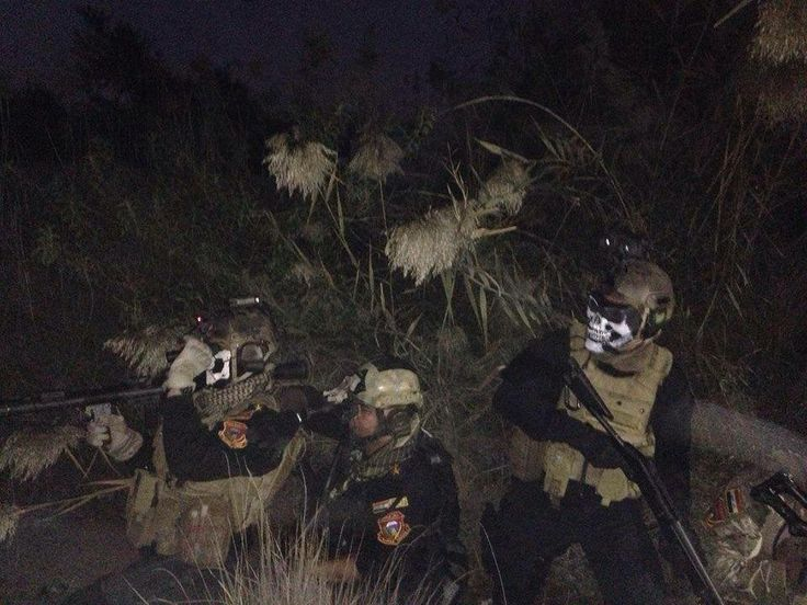 Iraqi special forces attacks(hunting) the terrorists at night