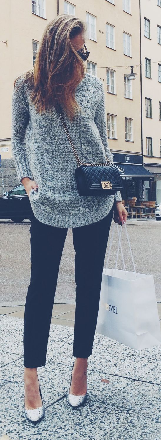 Heather cable + classic black | grey sweater, black skinnies | fall style... Dislike the purse but love the sweater :)