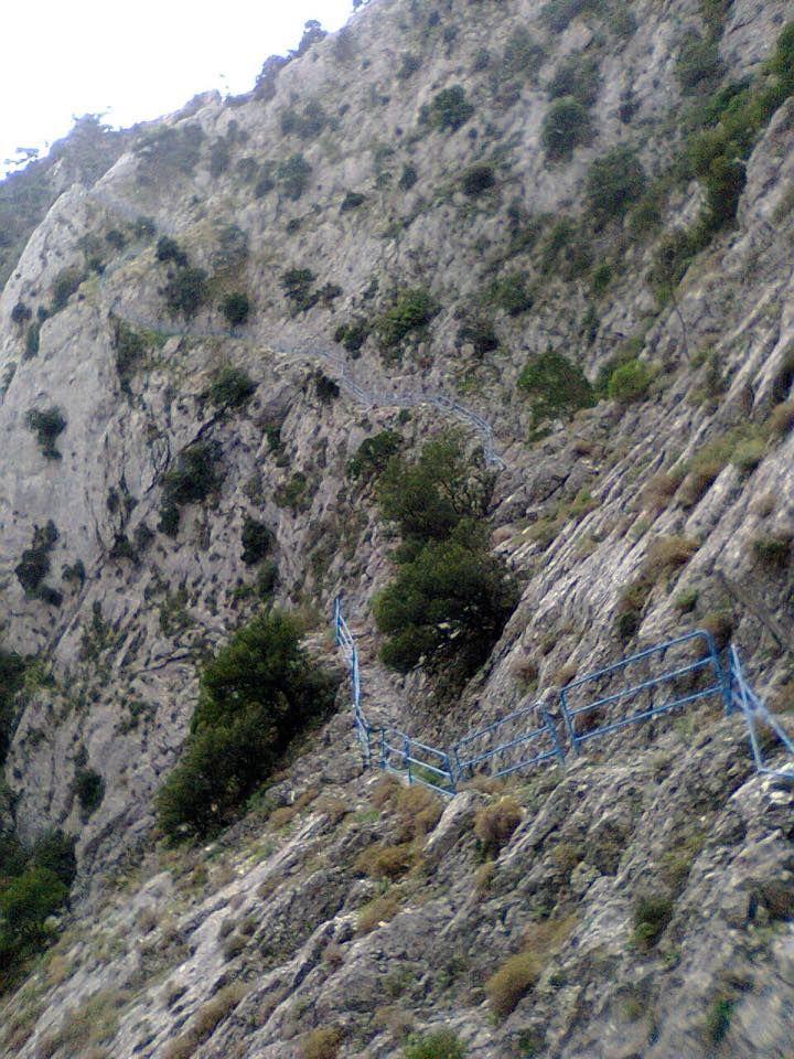 Φαράγγι Κακοπέρατο : Σε υψόμετρο 550μ. περίπου στο όρος Κέρκης, δίπλα στο μοναστήρι της Παναγίας του Κακοπέρατου, οδηγεί στη σπηλιά του Κακοπέρατου.   Kakoperato Canyon : At an altitude of 550 meters, on Kerkis mountain, next to the monastery of Panagia of Kakoperato, leading to the cave of Kakoperato.