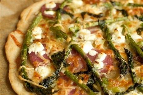 Пицца со спаржей и баклажаном