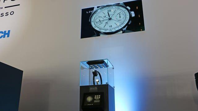 Explorer enables the product to be shown from every angle, and to focus on the minutest details of watches.  La vente aux enchères organisée par Phillips en association avec Bacs and Russo utilise le système de caméra en direct explorer. Explorer permet au produit d'être montré sous tous les angles, et de se concentrer sur les moindres détails des montres.