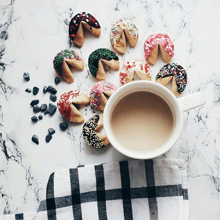 Fortuna cookies and coffee Печенье с предсказаниями купить в Москве #впеченьке #впеченькеру #печеньеспредсказаниями #печеньеудачи #fortunecookies