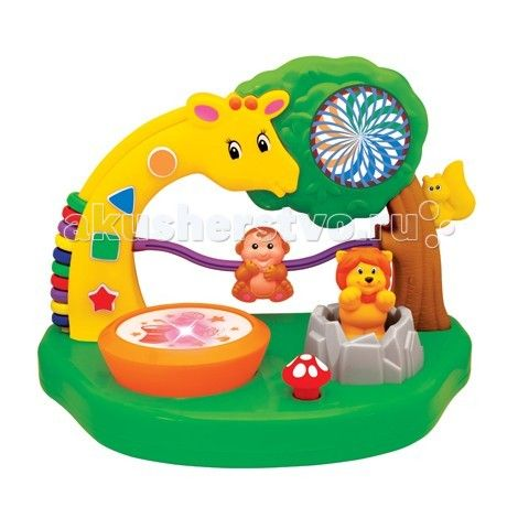 Развивающая игрушка Kiddieland Сафари парк  Развивающая игрушка Kiddieland Сафари парк - яркие животные помогут малышу в игровой форме выучить цифры, счет и фигуры. На шее жирафа имеются красочные бусинки, которые можно перебирать и пересчитывать. Это также поможет ребенку в развитии мелкой моторики рук.   Постучав в маленький барабан, малыш услышит мелодию и увидит мерцающие огоньки.   Игрушка поможет ребенку в развитии логики, в изучении цифр и счета, но при этом ему не будет скучно.  Для…