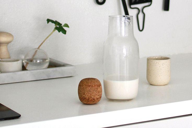 Как сделать миндальное молоко в домашних условиях: простой и быстрый рецепт для базового компонента диетических смузи, коктейлей и пудингов.