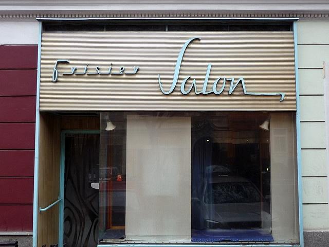 Salon www.localhoneysalon.com