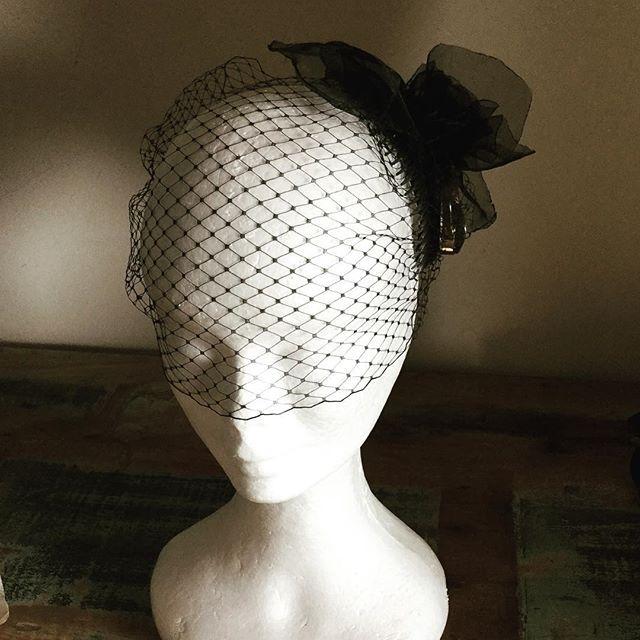 A modern veil with a vintage feel #blackveilbrides #blackveil #birdcage #perthbride #bridalAustralia #modernbride #handmade #melbourneweddings #perthmilliner #weddingsaustralia @abirdinthehair.com