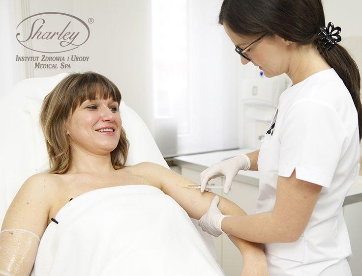 Ujędrnianie skóry za pomocą mezoterapii lekarskiej.